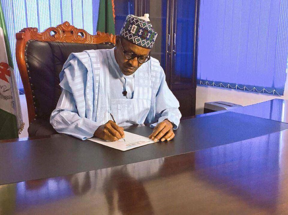 President Muhammadu Buhari_writing